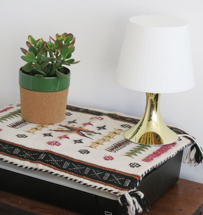 Housse de coussin Algérie et    lampe Ikea.