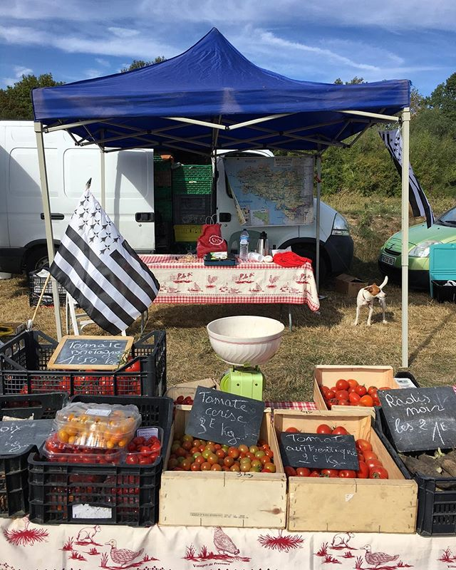My kind of brocante. The tomato lady was there with her fresh produce, homemade confiture, and her white bowl. I see her almost every weekend. #faitmaison