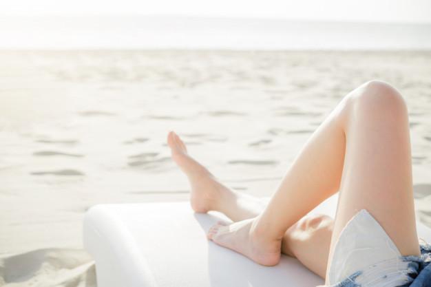 beautiful-young-woman-legs-resting-relaxing-beach_43525-107.jpg