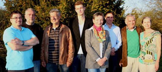 Von links nach rechts: Thomas Goossens (Kassier), Harald Schuster (Schriftführer), Dieter Blum (2. Vorsitzender), Tim Steen (Für besondere Aufgaben – neu gewählt), Anneliese Bek-Frick (Sportwartin), Leo Reisch (Jugendwart und Trainer), Hans Sterr (1. Vorsitzender), Marianne Rinke (Für besondere Aufgaben – neu gewählt)
