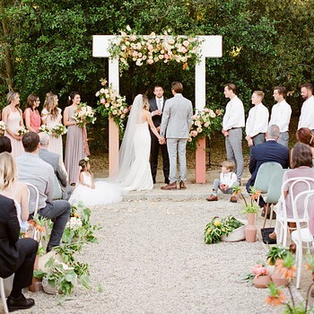 How to have THE perfect ceremony.  This weeks podcast should not be missed.  Special guest Michelle of Bridal Music!  Link in bio.
