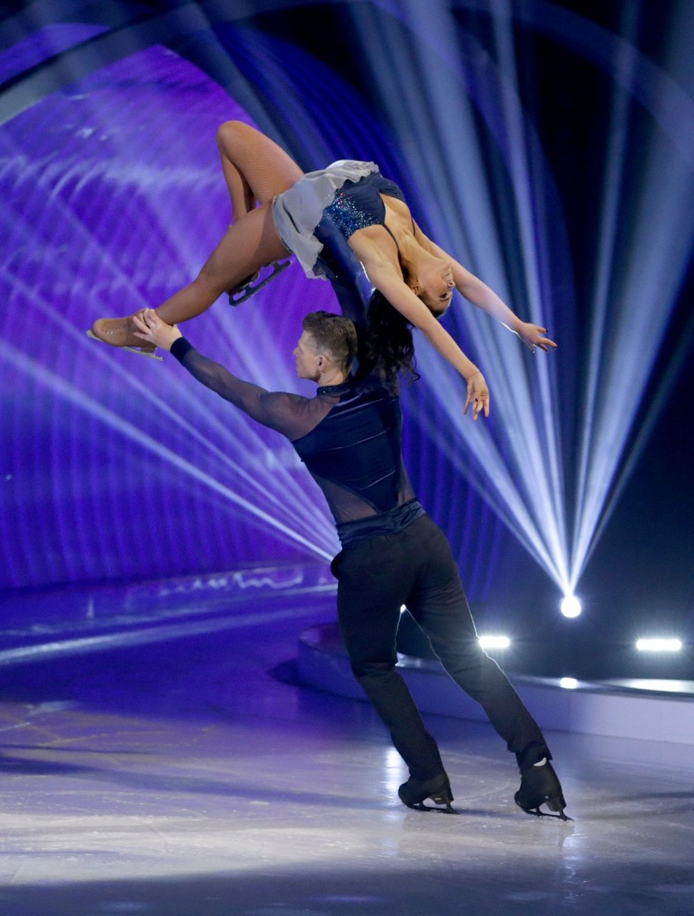 Hamish and Vanessa perform together on Dancing On Ice.