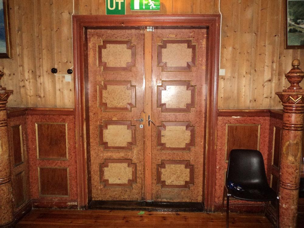 2_Trudvang_ dobbeldøra før restaurering..JPG