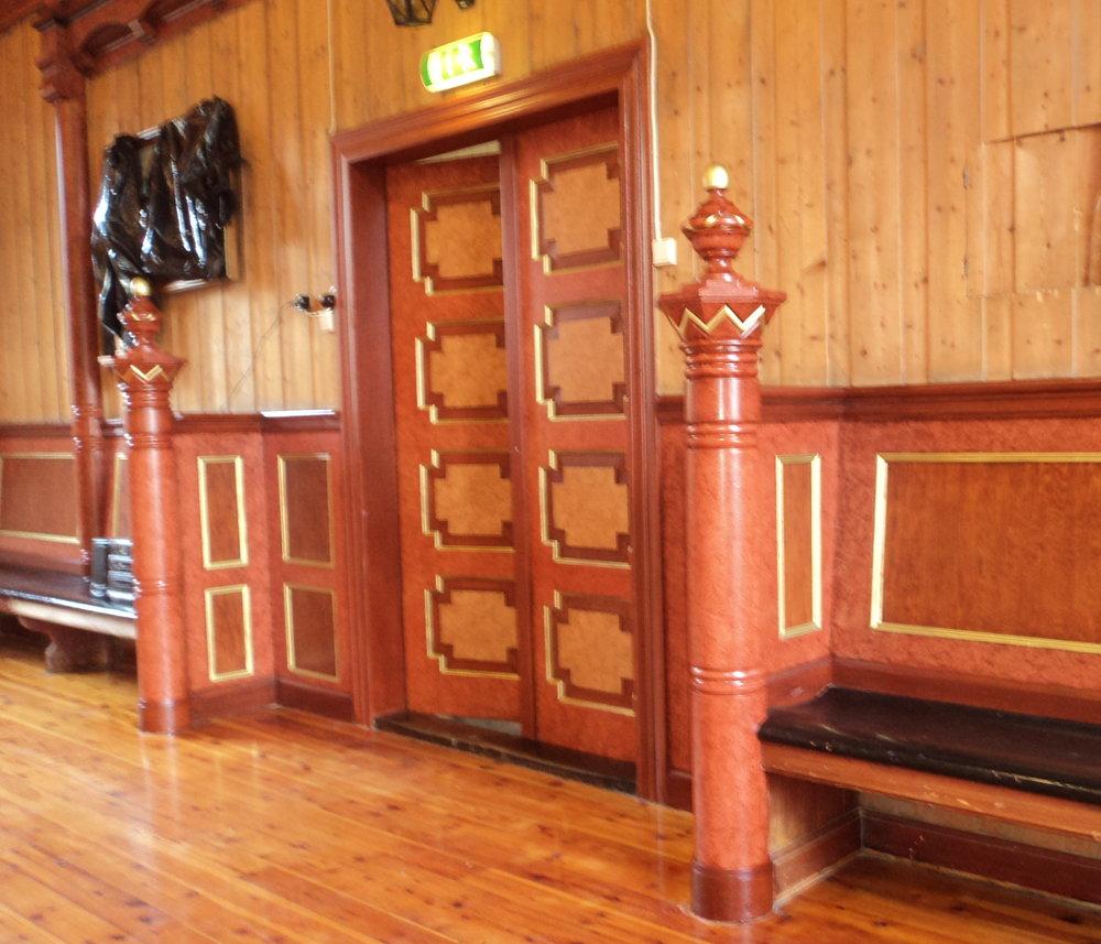 Trudvang, dobbeltdørene i salen ferdig malt 2.jpg