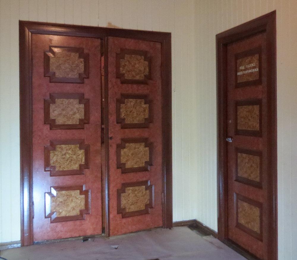 Trudvang, dørene i gangen  ferdig malt..jpg