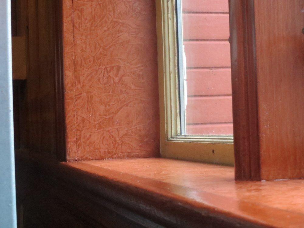 Trudvang, vindaugskarm i salen, ferdig skinnrulla.JPG