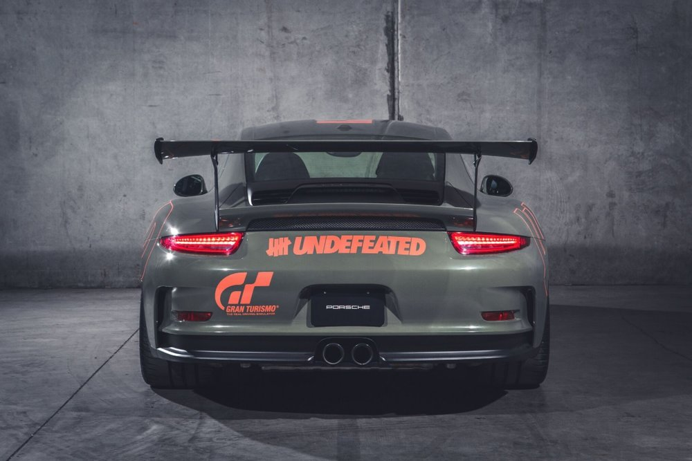 bape-undefeated-gran-turismo-supercars-playstation-9.jpg