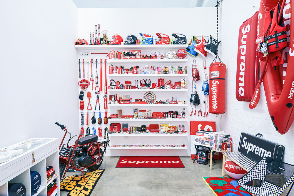 https_%2F%2Fhypebeast.com%2Fimage%2F2018%2F11%2Fsupreme-skate-deck-accessory-collection-inferno-exhibition-13.jpg