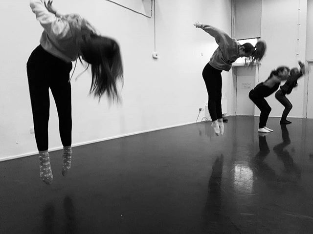 Excited about some surprising future possibilities, doing some planning for teaching again. I'll share more once it's all confirmed! 💃 For now I'll try to keep my cool and wanted to share a photo from when I was teaching a beautiful bunch of #dancers at the University of Bedfordshire (BA Dance & Performance). Go  follow @mediaandperformance // @uobdance_company_2018 if interested!  #dance #danceteacher #dancescience #futureplanning #danceresearch #safedancepractice #badance #danceeducation #tanssi #tanssitiede #turvallinentanssiharjoittelu #dancesearchblossom 💃💃💃💃💃💃💃💃💃