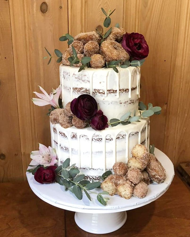 thebestthingsinlifearebaked - The homemade apple cider doughnuts were featured on top of this semi-naked bridal shower drip cake 👰💍 Cake flavor is spiced apple cider cake filled with cinnamon buttercream 🍎🍏 Beautiful fresh florals and greenery from@chesterhometown135🌿🌸.Nov 6 2018