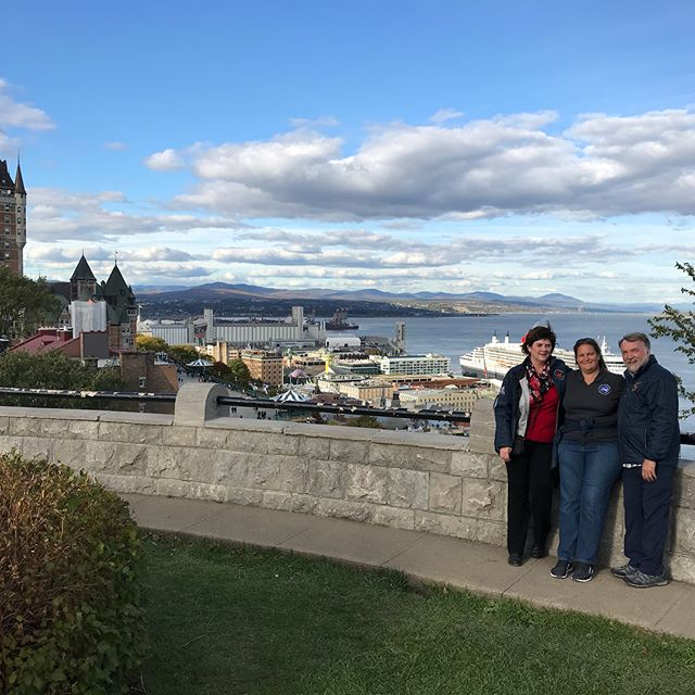 Quebec City is magnifique! We had a fun fall day with lots of color, followed by a wonderful French cooking class and this beautiful city to explore. #TFAFallColors #cirruslife #Auberge  @ Quebec, Quebec
