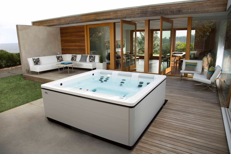 modern-home-hot-tub.jpg