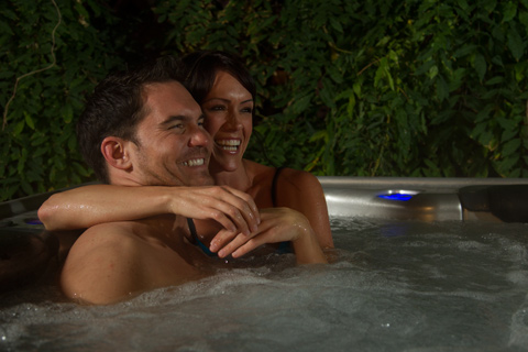 couple-hot-tub.jpg