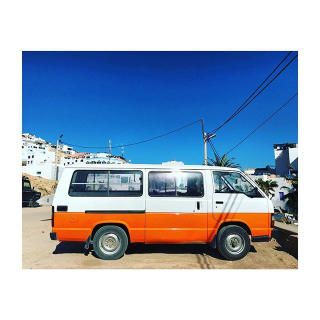 'nother day, 'nother van. let's hope that one has AC. ✨ #surfmaroc #agadir #vanlife #superchillsurfclub