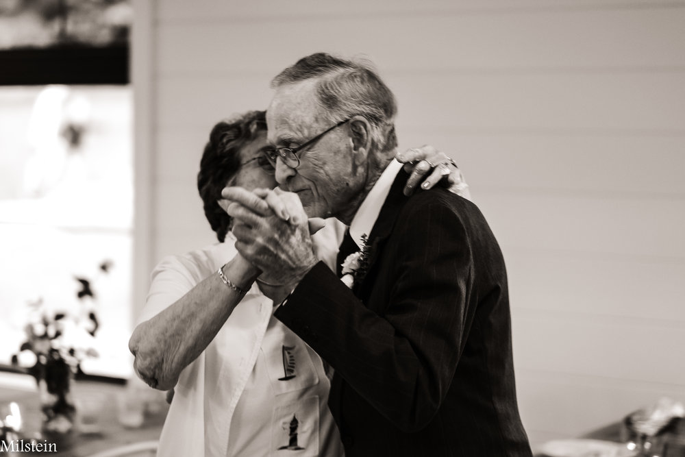 real-photos-candid-reportage-wedding-day-photographer-Amy-Milstein