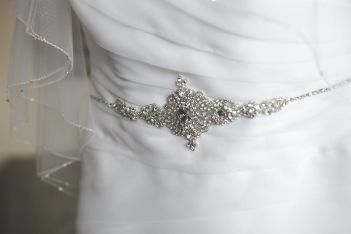 dress-white-decoration-silver-690x460.jpg