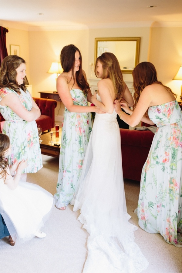 Photo by   Lisa Dawn Photography  via  Bridal Musings