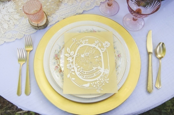 Pink and gold table setting idea for a wedding