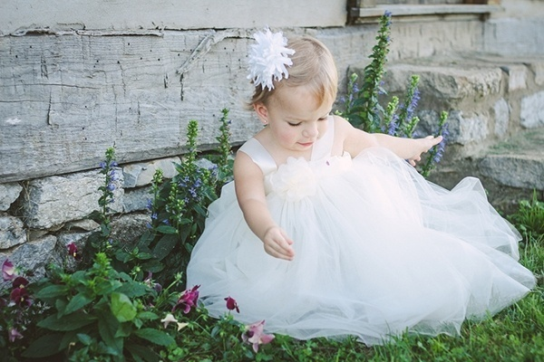 Adorable wedding flower girl
