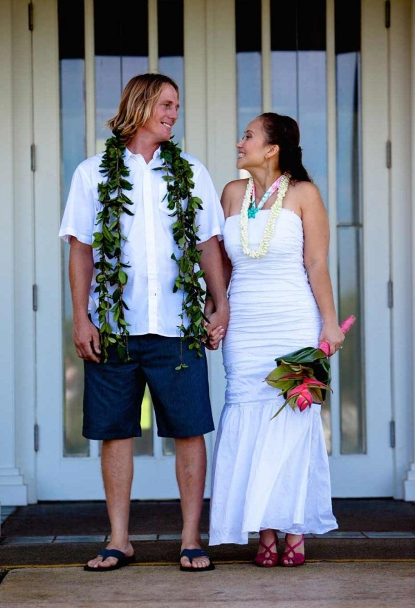 Bride and groom at a casual hawaii wedding.