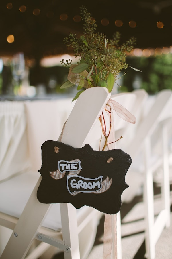 Lovely groom chair table!