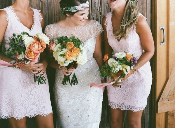 Bride and her bridesmaids photo. So cute!