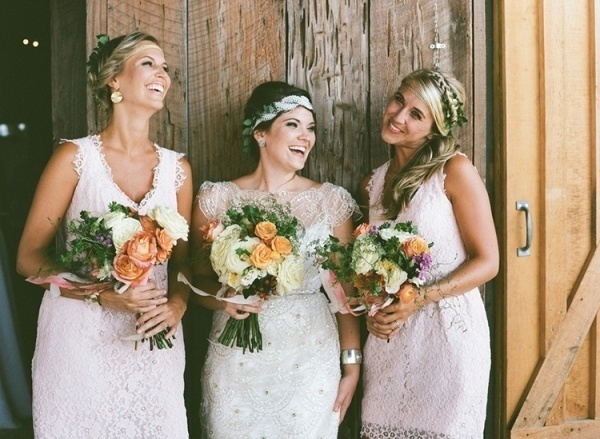 Sweet photo of the brides and her bridesmaids