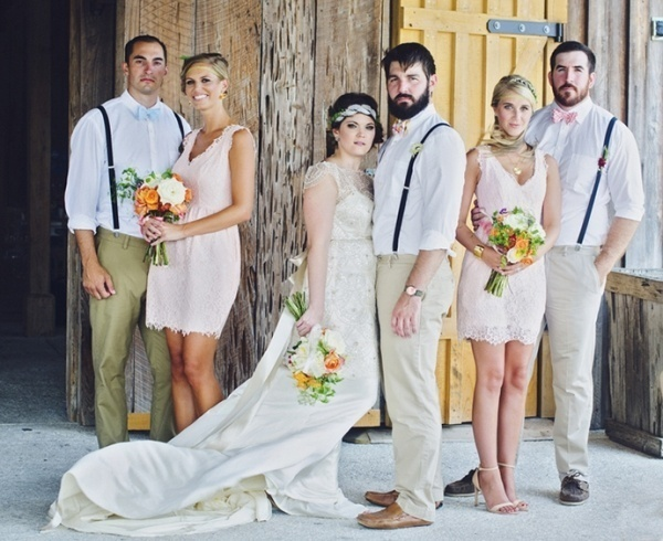 Love this bridal party photo pose