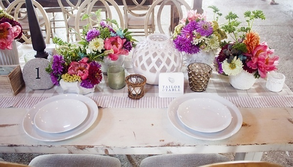Colorful wedding flower table decor