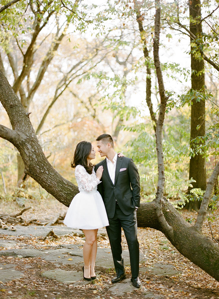 Beautiful engagement photo pose. And her outfit is so chic!