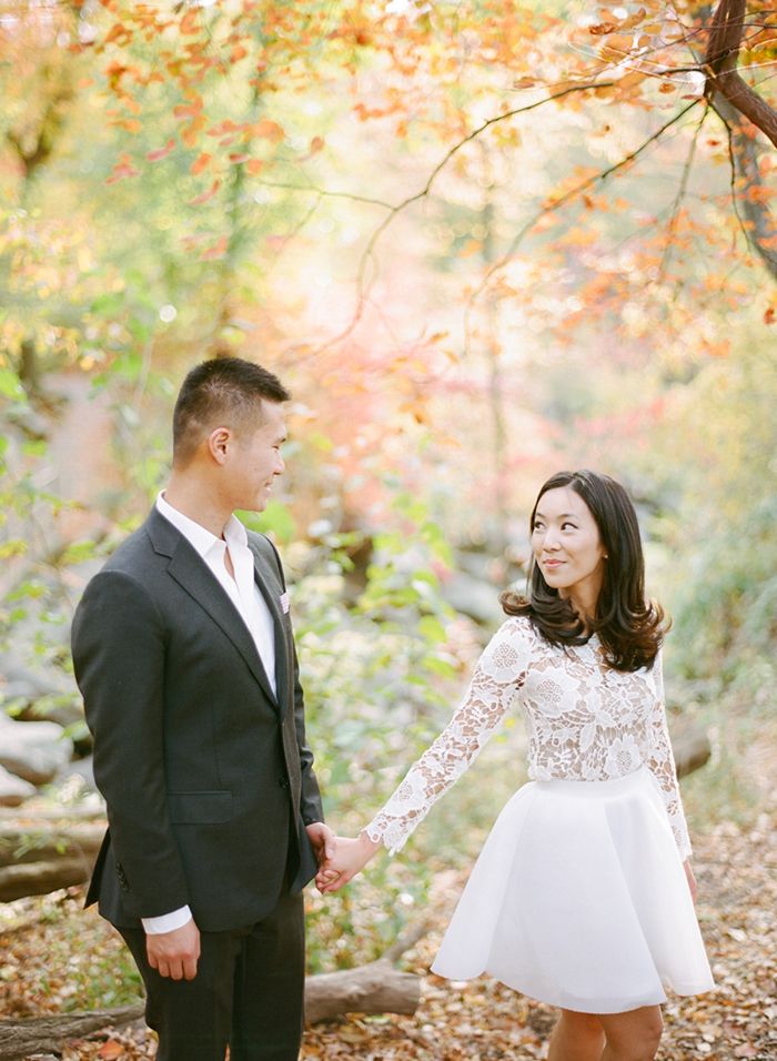 Totally stunning white engagement photo outfit. Love this!