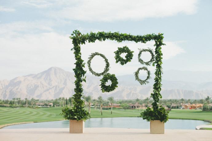Stunning wreath and greenery wedding backdrop idea