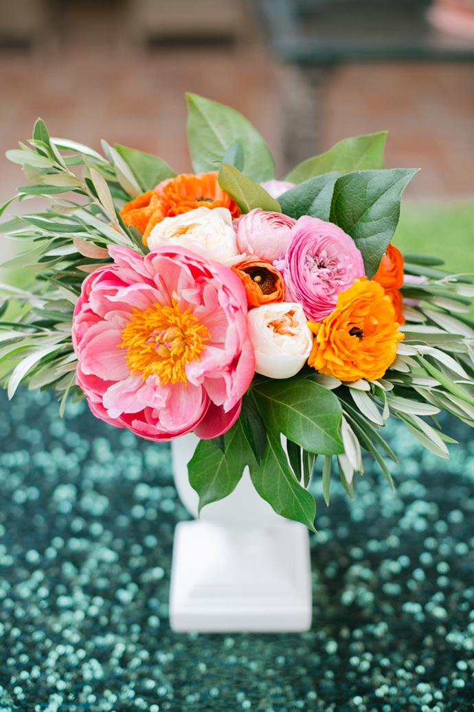 Stunning bright wedding centerpiece idea