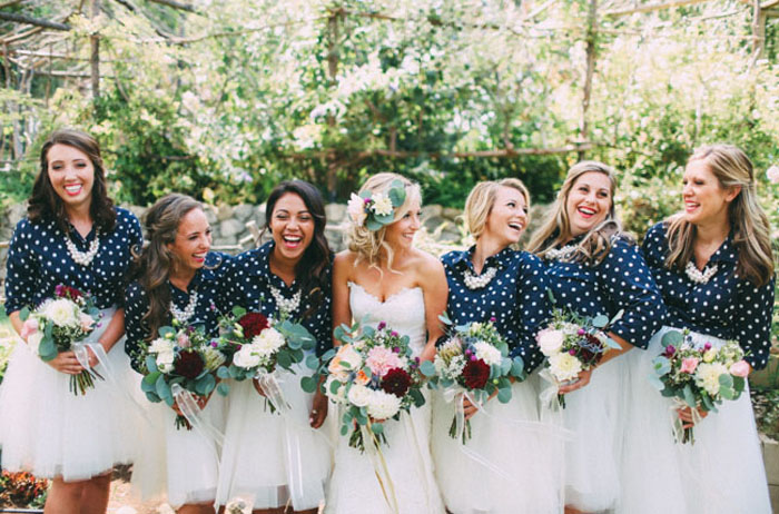 Photo by Dawn Alexandra Photography via  Green Wedding Shoes