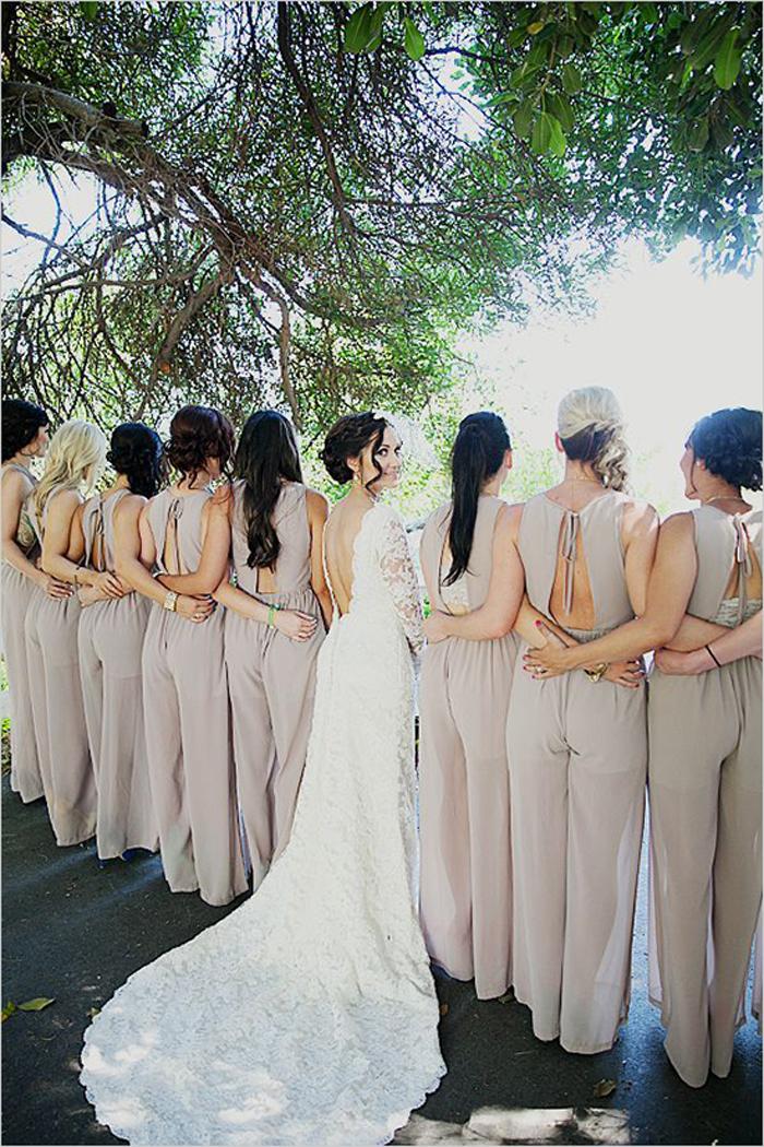 Photo by Mandilynn Photography via  Green Wedding Shoes
