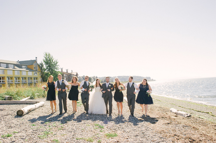 Bridal party seahawks flag photo