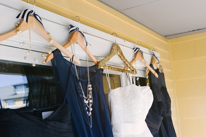 navy white and gold wedding color scheme