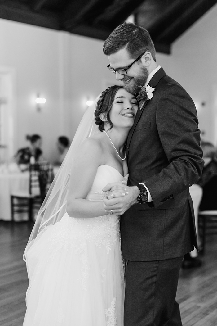 The first dance — total wedding bliss