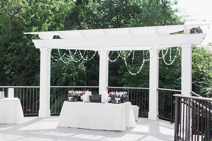 Simple but pretty summer outdoor wedding bar