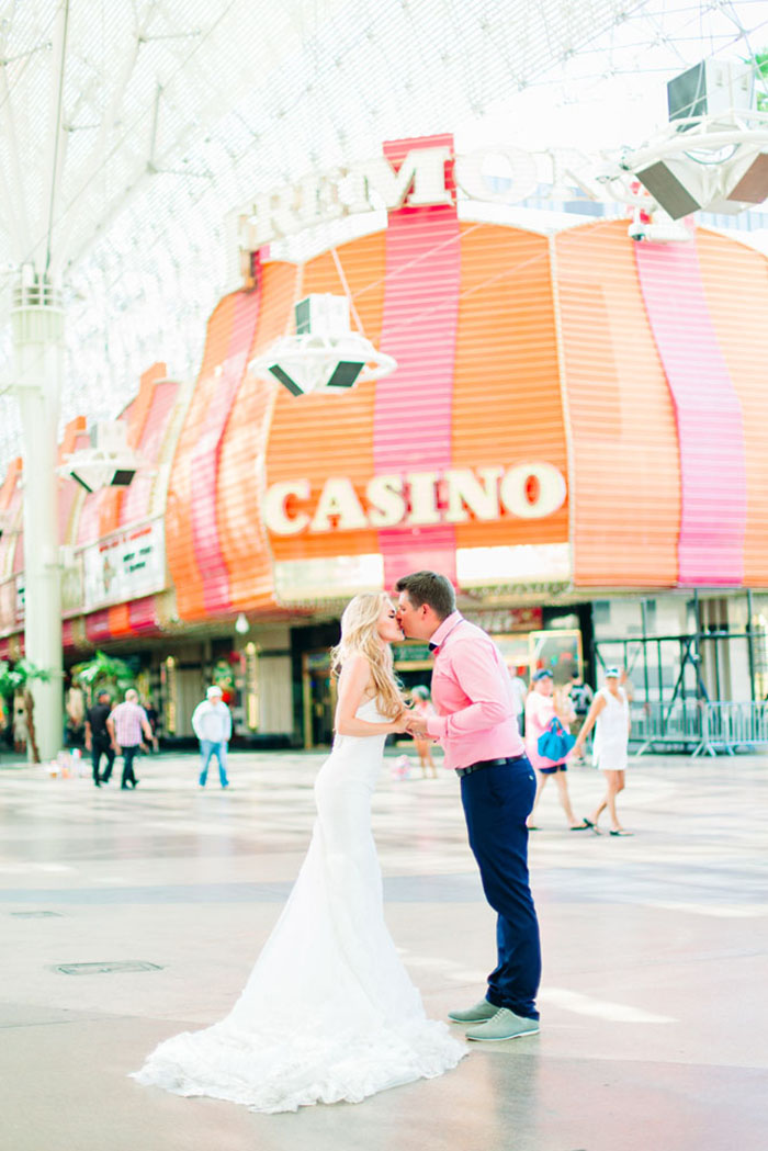 cd44e51ab6b A romantic and chic Las Vegas elopement by Your Dream Photo ...