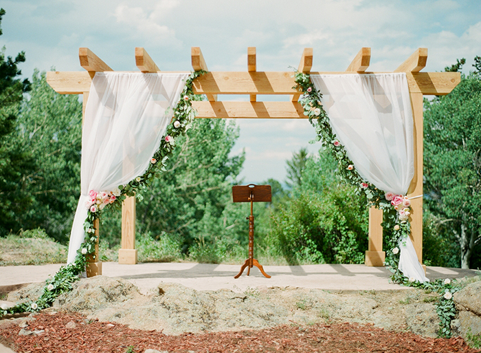 Blush_pink_Outdoor_Mountain_Wedding_by_Connie_Whitlock_044