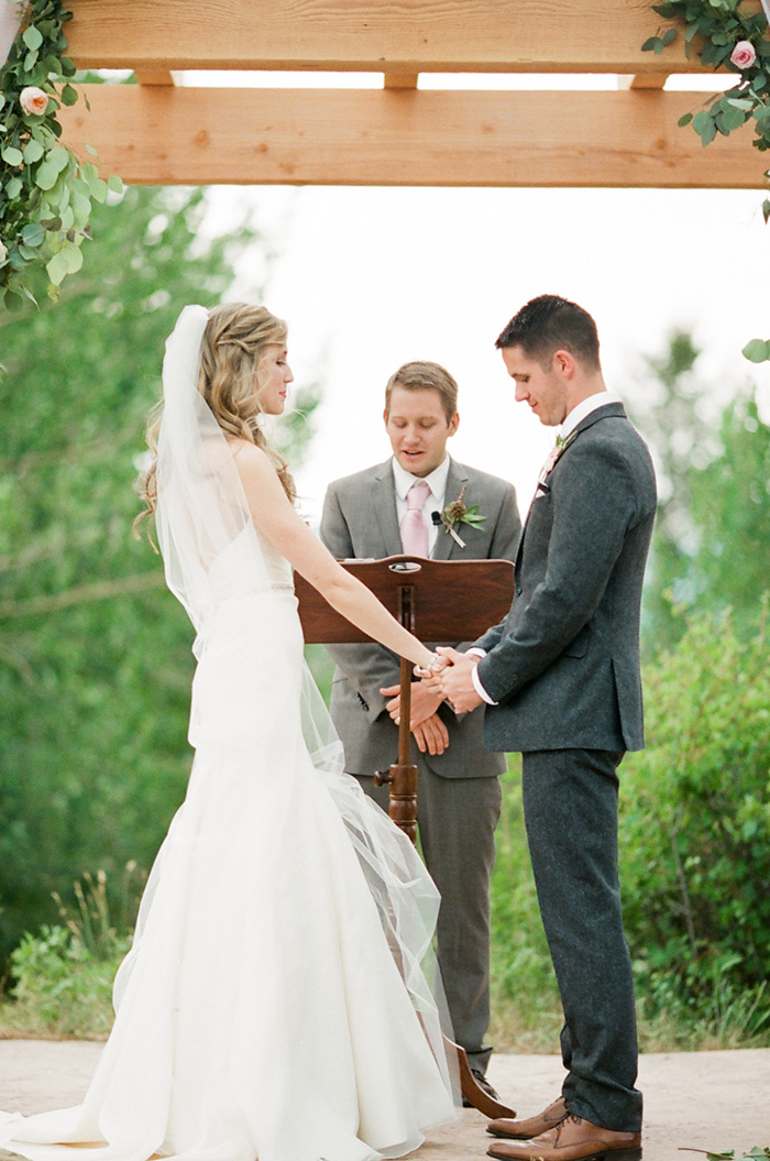 Blush_pink_Outdoor_Mountain_Wedding_by_Connie_Whitlock_051