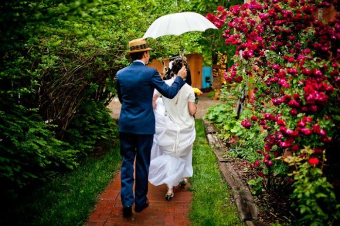 Photo by Twin Lens via  Junebug Weddings
