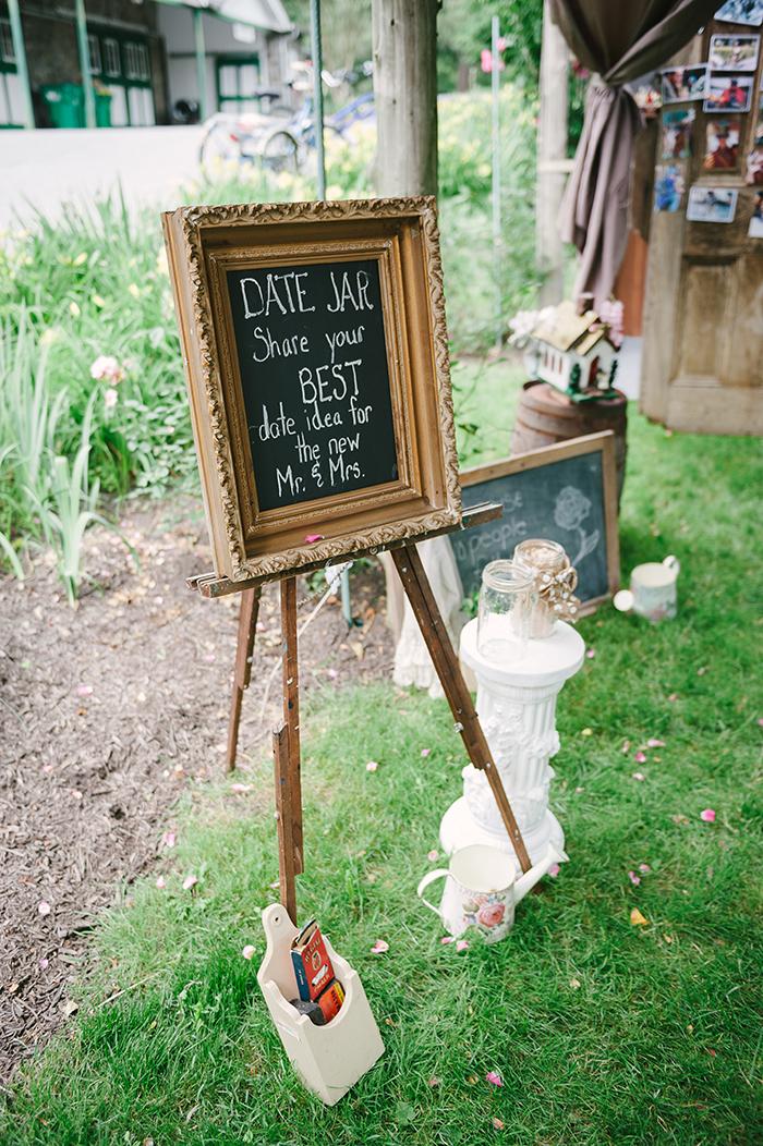 Sweet DIY guest book idea