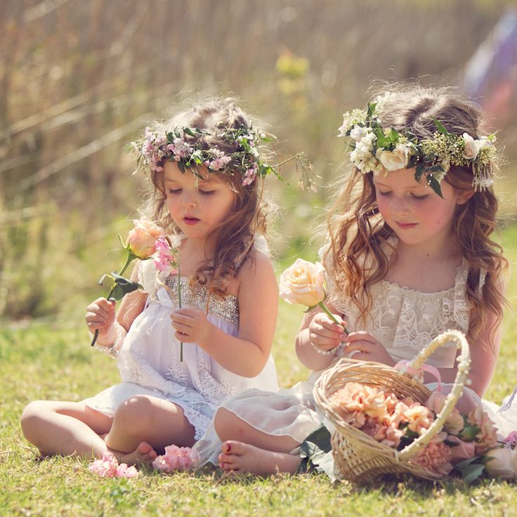391f2e02797 18 boho flower girls who totally nailed their wedding outfits! — Wedpics  Blog
