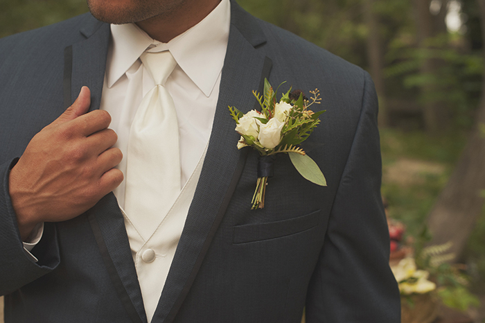 Stunning classic groom outfit