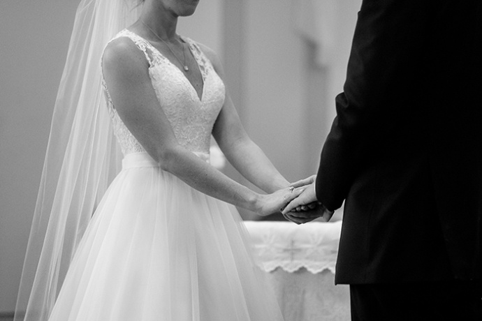 20150502-Geeser-Wedding-Ceremony-137-mono-690x460.jpg