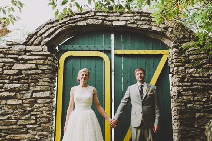 Photo by  Brett & Jessica  via  The Bridal Guide