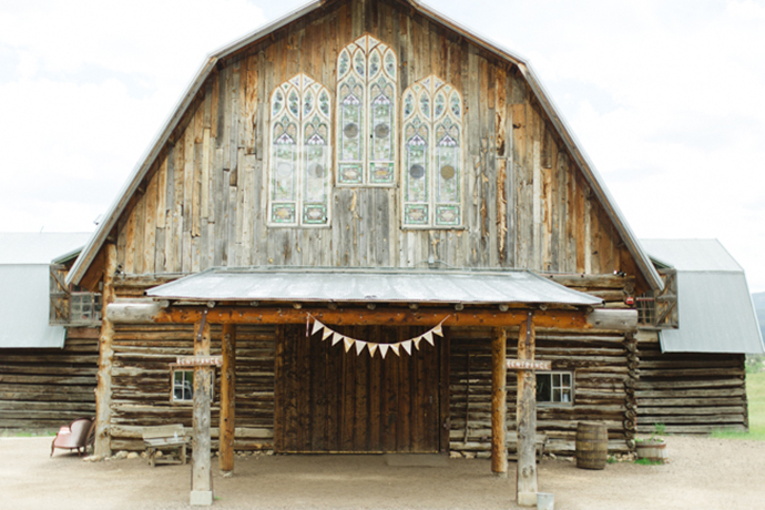 Colorful_Bohemain_Barn_Colorado_Wedding_by_Connie_Whitlock_085.jpg