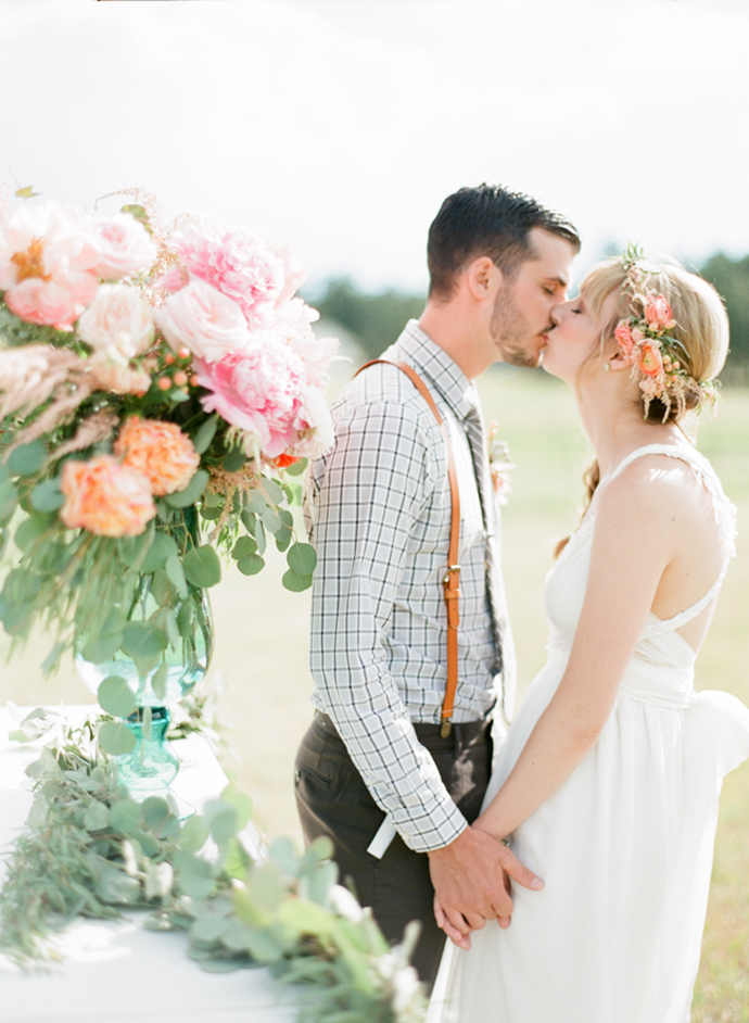 Colorful_Bohemain_Barn_Colorado_Wedding_by_Connie_Whitlock_140.jpg
